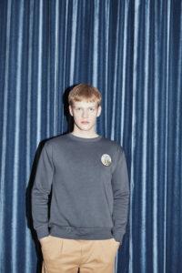 vronikaa sweatshirt kuh patch